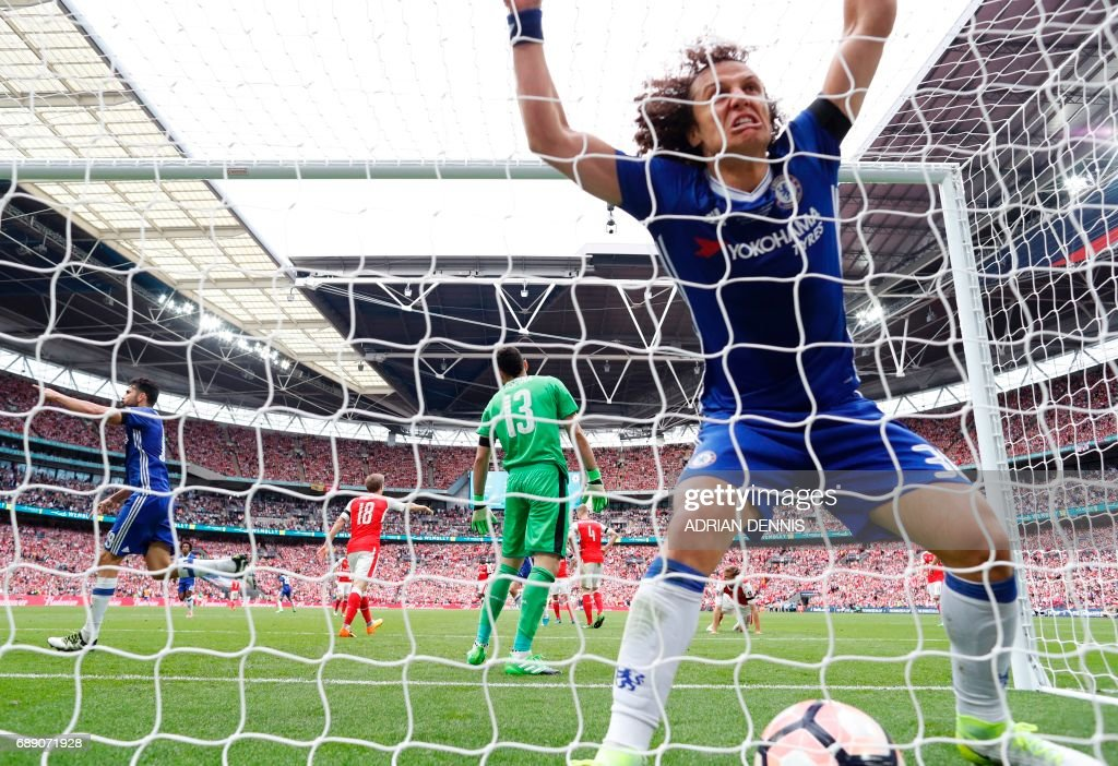 Chelsea's Brazilian defender David Luiz celebrates in the net after Chelsea's Brazilian-born Spanish striker Diego Costa scores their first goal during the English FA Cup final football match between Arsenal and Chelsea at Wembley stadium in London on May 27, 2017. / AFP PHOTO / Adrian DENNIS / NOT