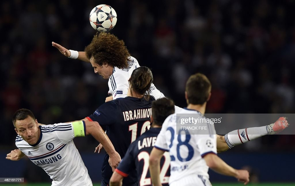 Chelsea's Brazilian defender David Luiz (C) fights for the ball with Paris' Swedish forward Zlatan Ibrahimovic (R) next to Chelsea's English defender John Terry (L) during the UEFA Champions League quarter-final first leg football match Paris Saint-Germain vs Chelsea, on April 2, 2014 at the Parc-des-Princes stadium in Paris.