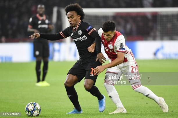 Chelsea's Brazilian midfielder Willian fights for the ball with Ajax'Argentinian defender Lisandro Martinez during the UEFA Champions League Group H...