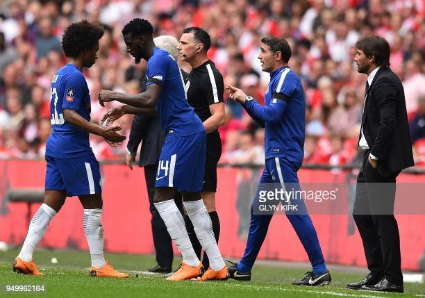 Chelsea's Brazilian midfielder Willian leaves the pitch after being substituted off for Chelsea's French midfielder Tiemoue Bakayoko during the...