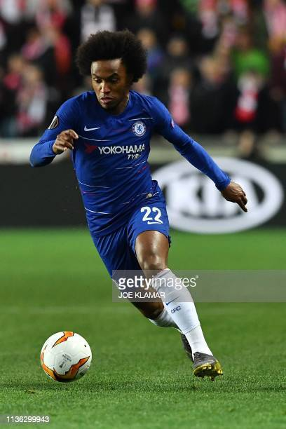 Chelsea's Brazilian midfielder Willian runs with the ball during the UEFA Europa League quarterfinal first leg football match Slavia Prague v Chelsea...