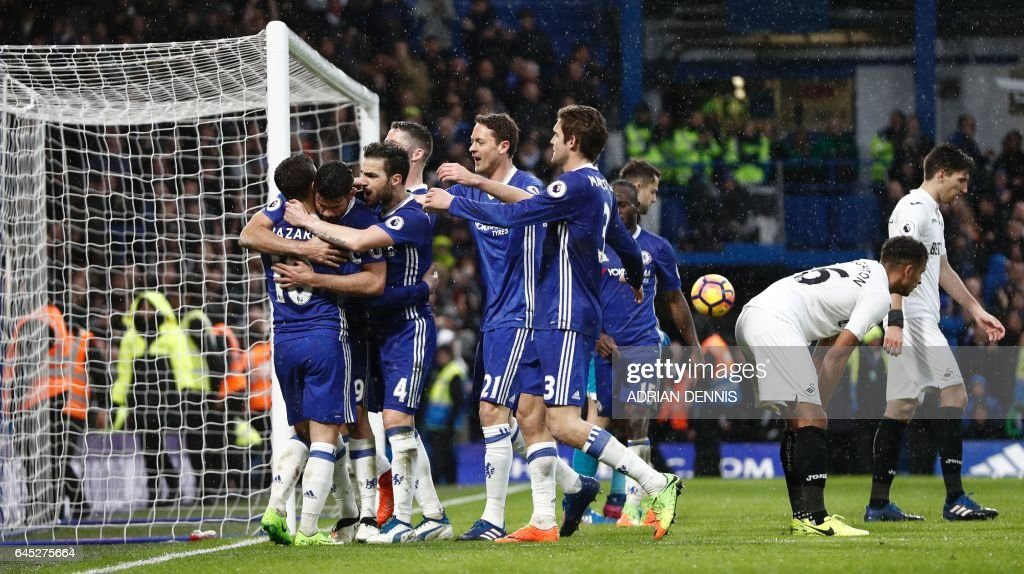 Chelsea's Brazilian-born Spanish striker Diego Costa (2L) celebrates with his team-mates after scoring their third goal during the English Premier League football match between Chelsea and Swansea at Stamford Bridge in London on February 25, 2017. / AFP / Adrian DENNIS / RESTRICTED TO EDITORIAL USE. No use with unauthorized audio, video, data, fixture lists, club/league logos or 'live' services. Online in-match use limited to 75 images, no video emulation. No use in betting, games or single club/league/player publications. /