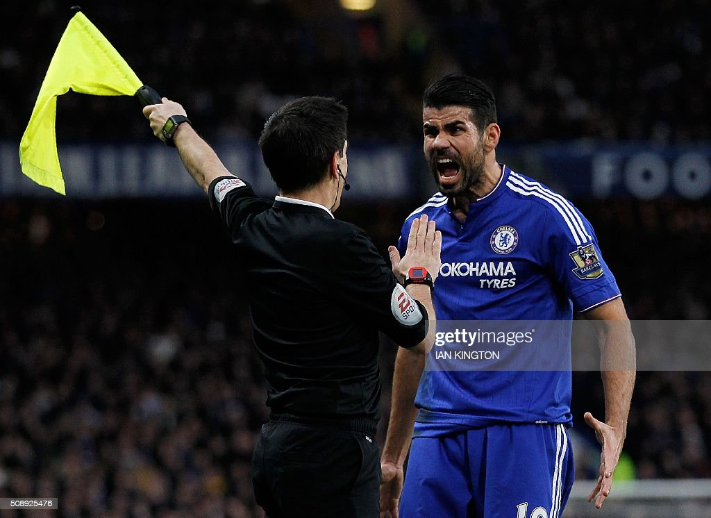 Chelsea's Brazilian-born Spanish striker Diego Costa (R) reacts to a call by a line judge during the English Premier League football match between Chelsea and Manchester United at Stamford Bridge in London on February 7, 2016. / AFP / IAN KINGTON / RESTRICTED TO EDITORIAL USE. No use with unauthorized audio, video, data, fixture lists, club/league logos or 'live' services. Online in-match use limited to 75 images, no video emulation. No use in betting, games or single club/league/player publications. /