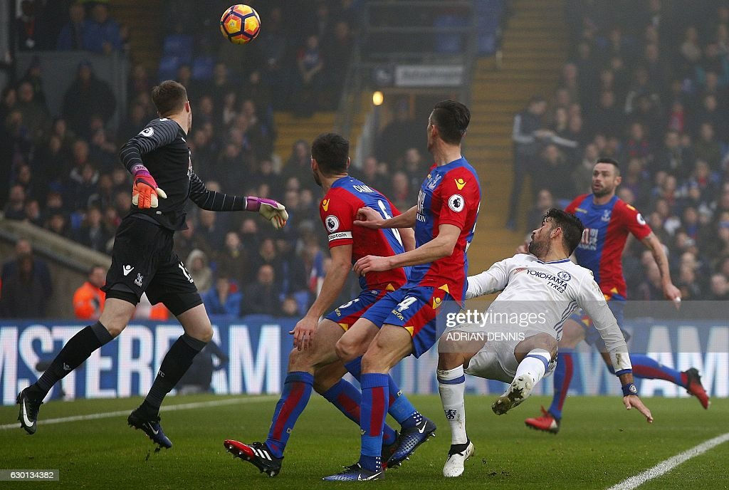Chelsea's Brazilian-born Spanish striker Diego Costa (2R) watches the ball after jumping to head it past Crystal Palace's Welsh goalkeeper Wayne Hennessey (L) and score his team's first goal during the English Premier League football match between Crystal Palace and Chelsea at Selhurst Park in south London on December 17, 2016. / AFP / Adrian DENNIS / RESTRICTED TO EDITORIAL USE. No use with unauthorized audio, video, data, fixture lists, club/league logos or 'live' services. Online in-match use limited to 75 images, no video emulation. No use in betting, games or single club/league/player publications. /
