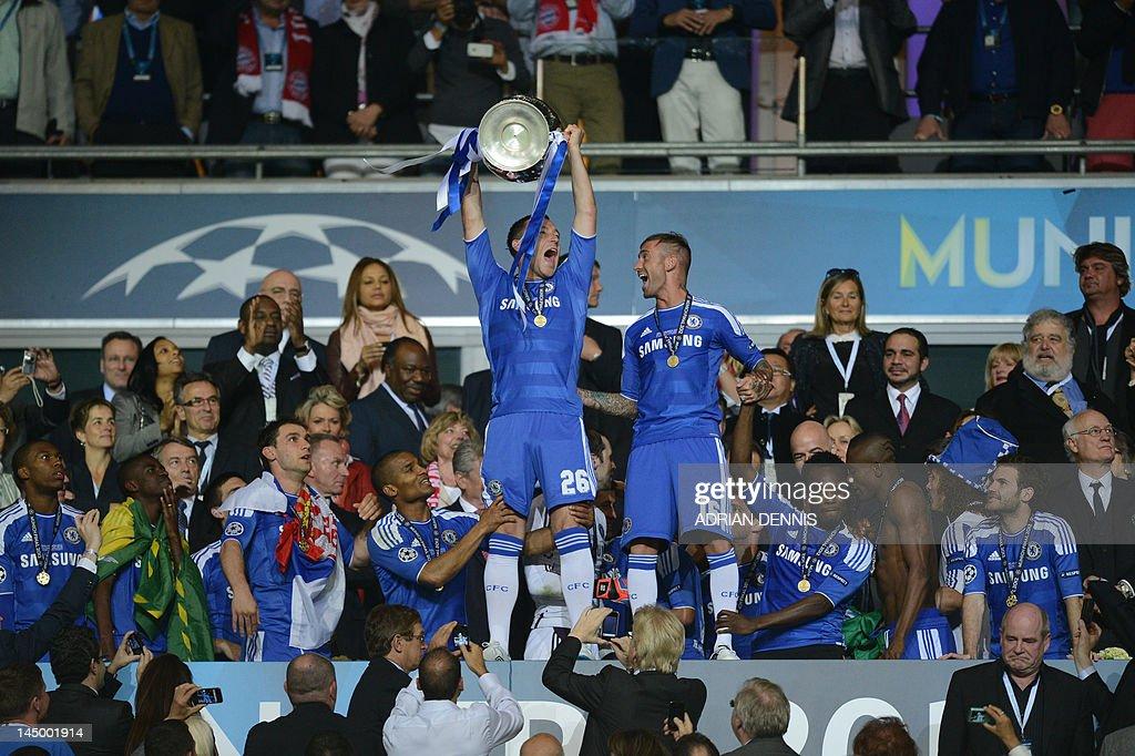 Chelsea's British defender John Terry (C : News Photo