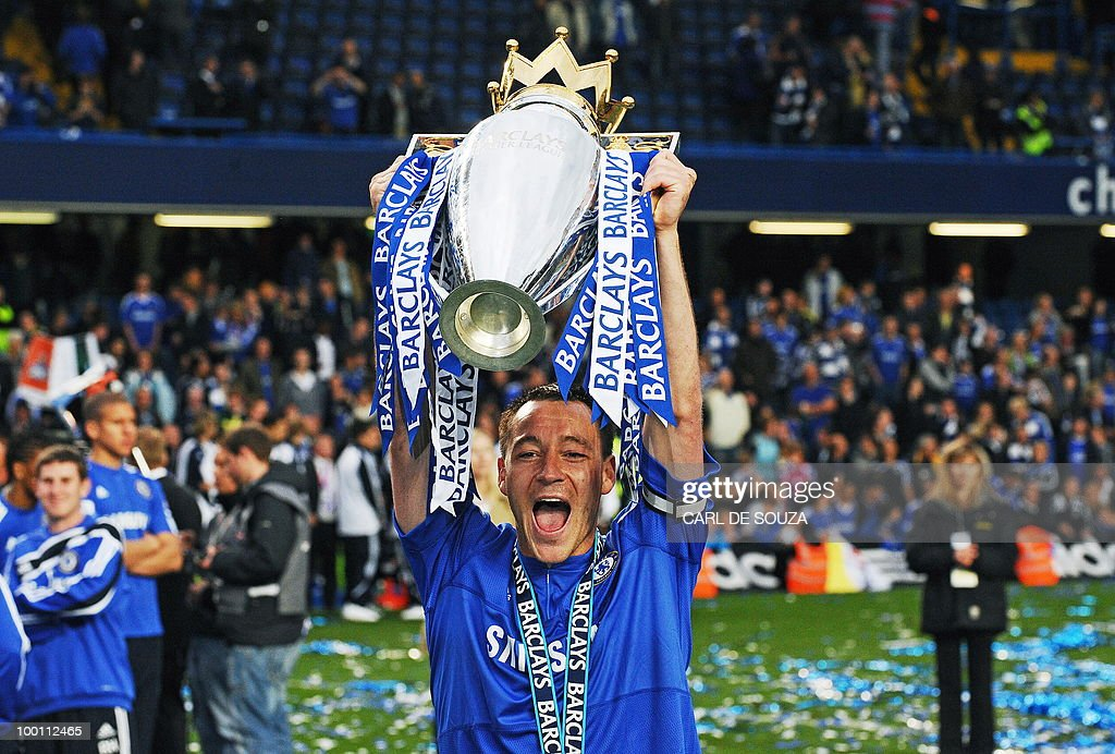 Chelsea's captain John Terry celebrates with the Barclays Premier league trophy after they win the title with a 8-0 victory over Wigan Athletic in the English Premier League football match at Stamford Bridge, West London, England, on May 9, 2010. Chelsea finished the season one pont ahead of 2009 Champions, Manchester United. AFP PHOTO/CARL DE SOUZA FOR EDITORIAL USE ONLY Additional licence required for any commercial/promotional use or use on TV or internet (except identical online version of newspaper) of Premier League/Football League photos. Tel DataCo +44 207 2981656. Do not alter/modify photo.