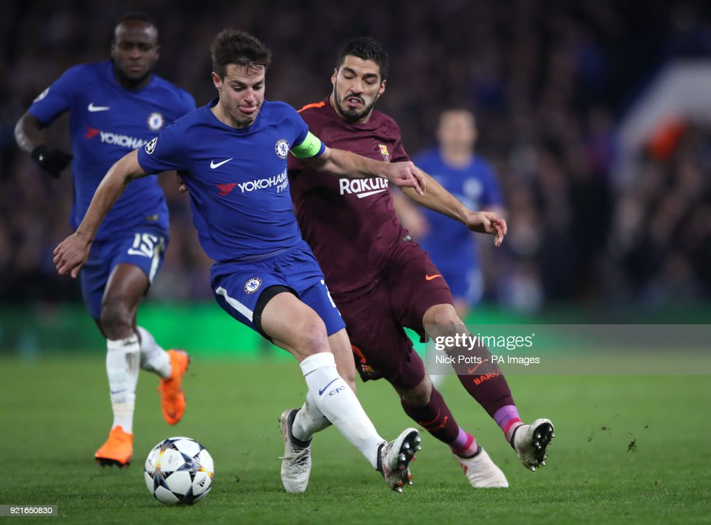 Chelsea's Cesar Azpilicueta (left) and Barcelona's Luis Suarez battle for the ball during the UEFA Champions League round of sixteen, first leg match at Stamford Bridge, London.