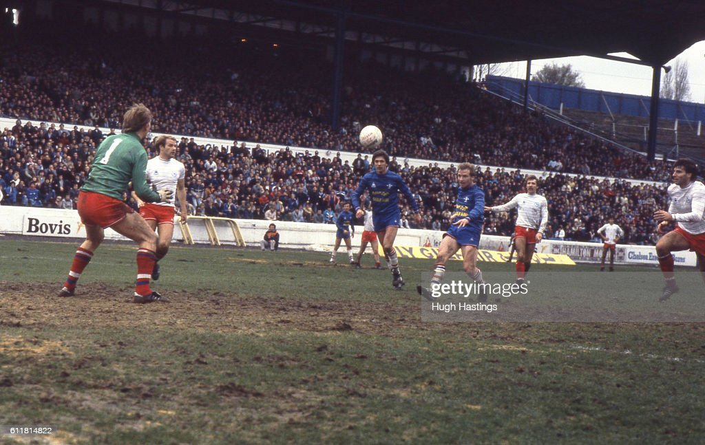 Chelsea's David Speedie shoots for goal. News Photo - Getty Images