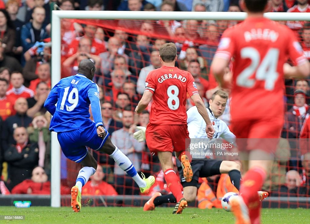 Soccer - Barclays Premier League - Liverpool v Chelsea - Anfield : News Photo