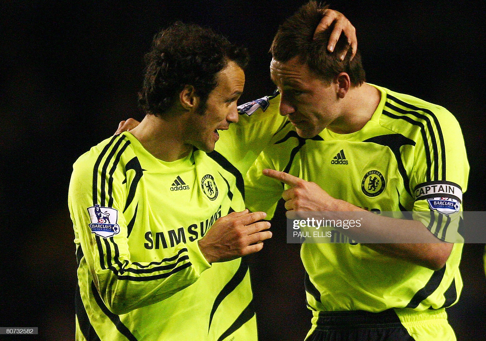 Chelsea's English defender John Terry (R : News Photo