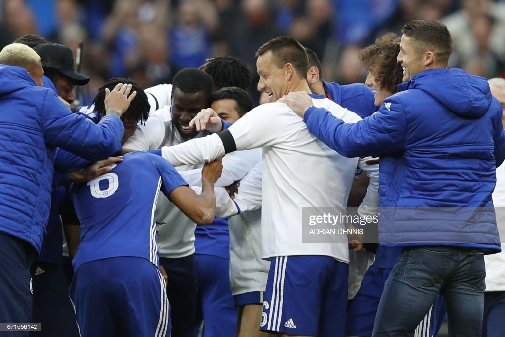 Chelsea's English defender John Terry (C) celebrates victory with teammates after the FA Cup semi-final football match between Tottenham Hotspur and Chelsea at Wembley stadium in London on April 22, 2017. / AFP PHOTO / Adrian DENNIS / NOT