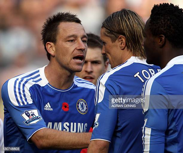 Chelsea's English defender John Terry talks with his teammates Fernando Torres and John Mikel Obi during the English Premier League football match...