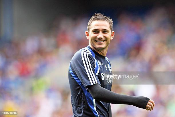 Chelsea's English footballer Frank Lampard attends a training session at Stamford Bridge stadium in London on August 25 2009 AFP PHOTO/Chris...