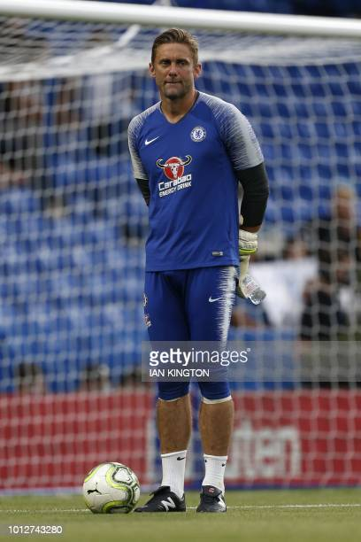Chelsea's English goalkeeper Robert Green warems up prior to the International Champions Cup football match between Chelsea and Lyon at Stamford...