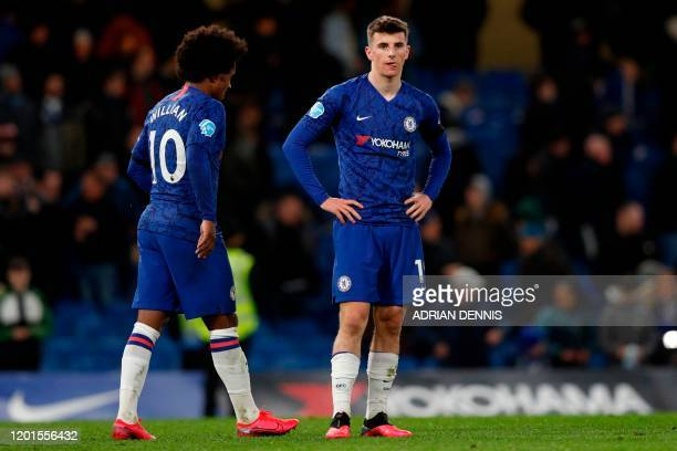 Chelsea's English midfielder Mason Mount and Chelsea's Brazilian midfielder Willian recat to their defeat on the pitch after the English Premier...