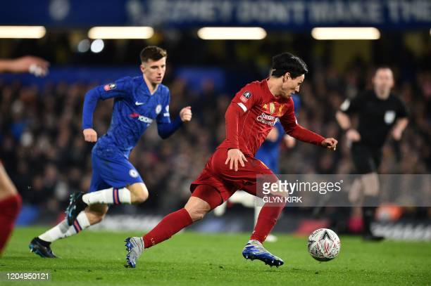 Chelsea's English midfielder Mason Mount vies with Liverpool's Japanese midfielder Takumi Minamino during the English FA Cup fifth round football...