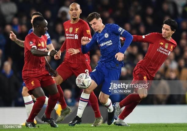 Chelsea's English midfielder Mason Mount vies with Liverpool's Senegalese striker Sadio Mane and Liverpool's Japanese midfielder Takumi Minamino...