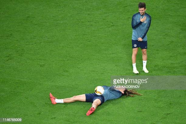 TOPSHOT Chelsea's Englishborn Welsh midfielder Ethan Ampadu shares a laugh with Chelsea's Dutch midfielder Marco van Ginkel during a training session...