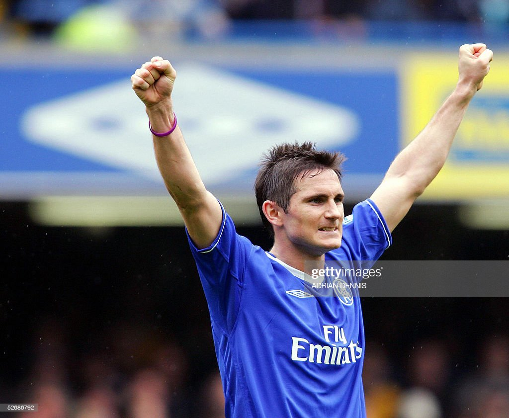 Chelsea's Frank Lampard celebrates at th : News Photo