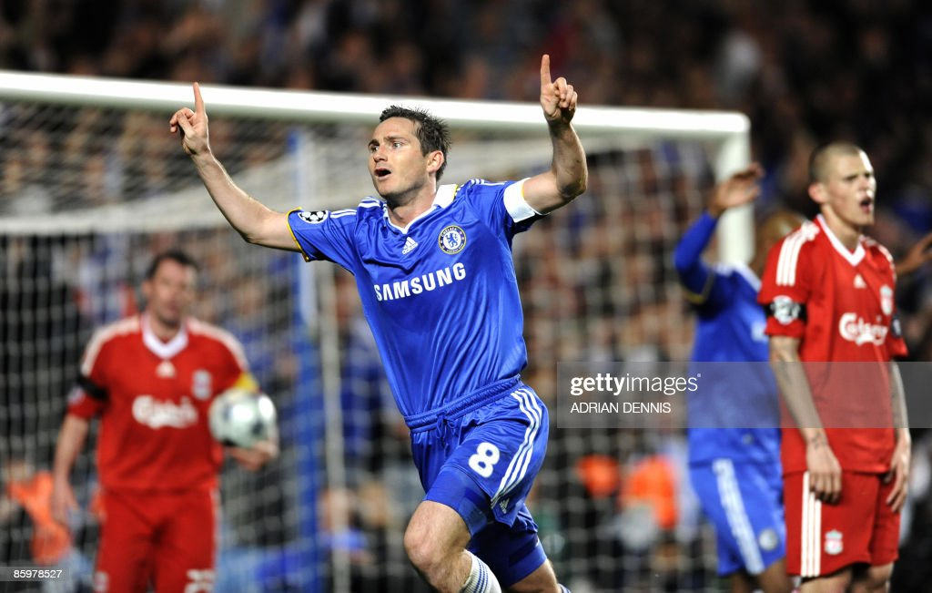 Chelsea's Frank Lampard (C) celebrates scoring his teams' third goal against Liverpool during the UEFA Champions League quarter-final second leg football match at Stamford Bridge in London April 14, 2009. Lampard scored twice in the game with the final score 4-4. Chelsea advance to the semi-final after winning 7-5 on aggregate. AFP PHOTO / Adrian Dennis