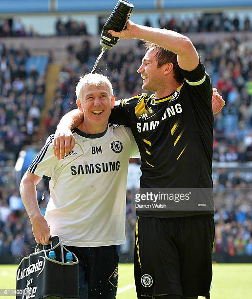 Chelsea's Frank Lampard celebrates with Billy McCulloch after the game