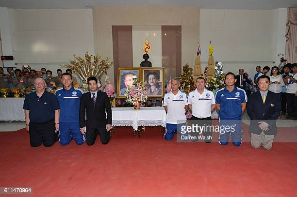 Chelsea's Frank Lampard, Ron Gourlay, Jose Mourinho, John Terry and David Barnard during a visit to the King of Thailand at the Siriraj Hospital.
