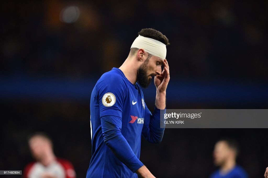 TOPSHOT - Chelsea's French attacker Olivier Giroud plays with a bandage on his head after getting caught in a challenge during the English Premier League football match between Chelsea and West Bromwich Albion at Stamford Bridge in London on February 12, 2018. / AFP PHOTO / Glyn KIRK / RESTRICTED TO EDITORIAL USE. No use with unauthorized audio, video, data, fixture lists, club/league logos or 'live' services. Online in-match use limited to 75 images, no video emulation. No use in betting, games or single club/league/player publications. /