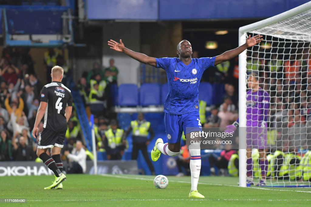FBL-ENG-LCUP-CHELSEA-GRIMSBY : News Photo
