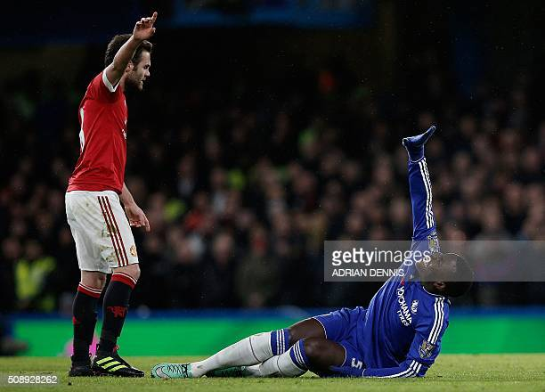 Chelsea's French defender Kurt Zouma clutches his knee in pain during the English Premier League football match between Chelsea and Manchester United...