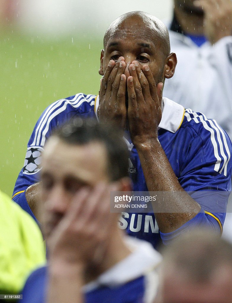 Chelsea's French forward Nicolas Anelka (R) and captain John Terry look dejected after losing to Manchester United in the final of the UEFA Champions League football match at the Luzhniki stadium in Moscow on May 21, 2008. The match remained at a 1-1 draw and Manchester won on penalties after extra time. AFP PHOTO / Adrian Dennis