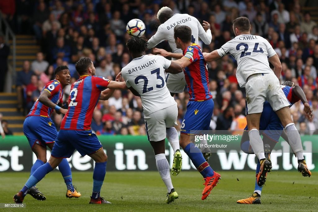 Chelsea's French midfielder Tiemoue Bakayoko (2nd R) jumps to haed Chelsea's first goal during the English Premier League football match between Crystal Palace and Chelsea at Selhurst Park in south London on October 14, 2017 / AFP PHOTO / Ian KINGTON / RESTRICTED TO EDITORIAL USE. No use with unauthorized audio, video, data, fixture lists, club/league logos or 'live' services. Online in-match use limited to 75 images, no video emulation. No use in betting, games or single club/league/player publications. /