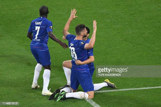 Chelsea's French striker Olivier Giroud celebrates scoring the opening goal with his teammates French midfielder N'Golo Kante and Spanish midfielder...