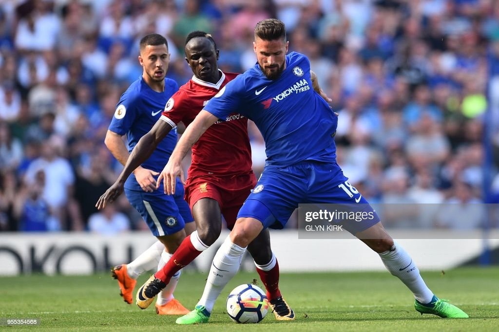 Chelsea's French striker Olivier Giroud (R), Liverpool's Senegalese midfielder Sadio Mane (C) and Chelsea's Belgian midfielder Eden Hazard vie for the ball during the English Premier League football match between Chelsea and Liverpool at Stamford Bridge in London on May 6, 2018. (Photo by Glyn KIRK / AFP) / RESTRICTED TO EDITORIAL USE. No use with unauthorized audio, video, data, fixture lists, club/league logos or 'live' services. Online in-match use limited to 75 images, no video emulation. No use in betting, games or single club/league/player publications. /