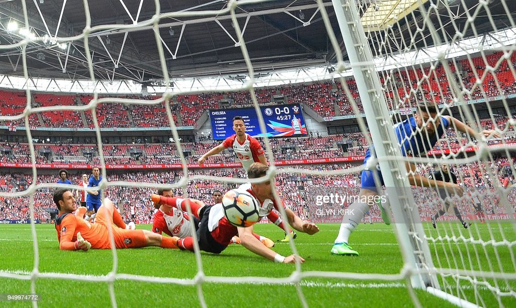 Chelsea's French striker Olivier Giroud (R) watvhes the ball into the net as he scores his team's first goal during the English FA Cup semi-final football match between Chelsea and Southampton at Wembley Stadium in London, on April 22, 2018. (Photo by Glyn KIRK / AFP) / NOT