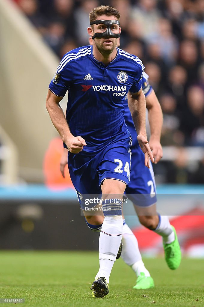 Soccer - Barclays Premier League - Newcastle United v Chelsea - St James' Park : News Photo