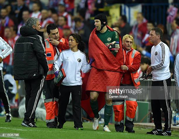 Chelsea's goalkeeper Petr Cech leaves the pitch with an injury with club doctor Eva Carneiro and manager Jose Mourinho