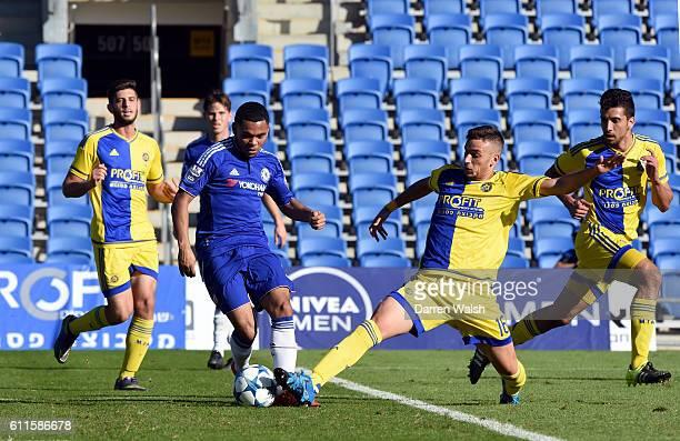 Chelsea's Jay DaSilva and Maccabi Tel Aviv's Ran Vaturi battle for the ball