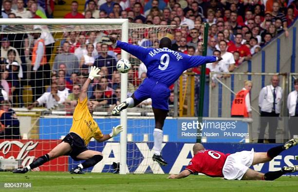 Chelsea's Jimmy Floyd Hasselbaink beats Manchester United's goalkeeper Fabien Barthez to score Chelsea's first during the FA Charity Shield at...