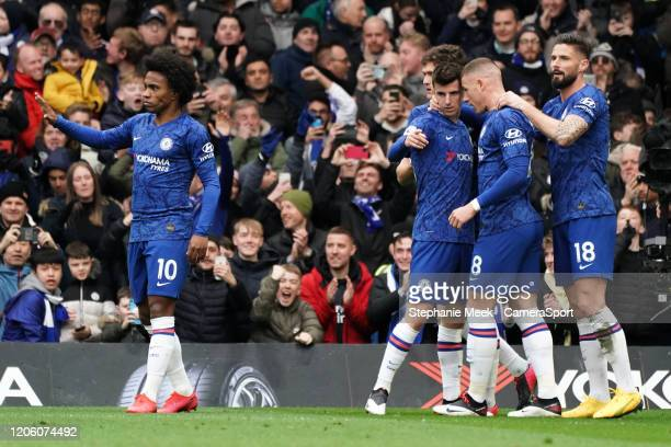 Chelsea's Mason Mount celebrates scoring his side's goal with teammates during the Premier League match between Chelsea FC and Everton FC at Stamford...