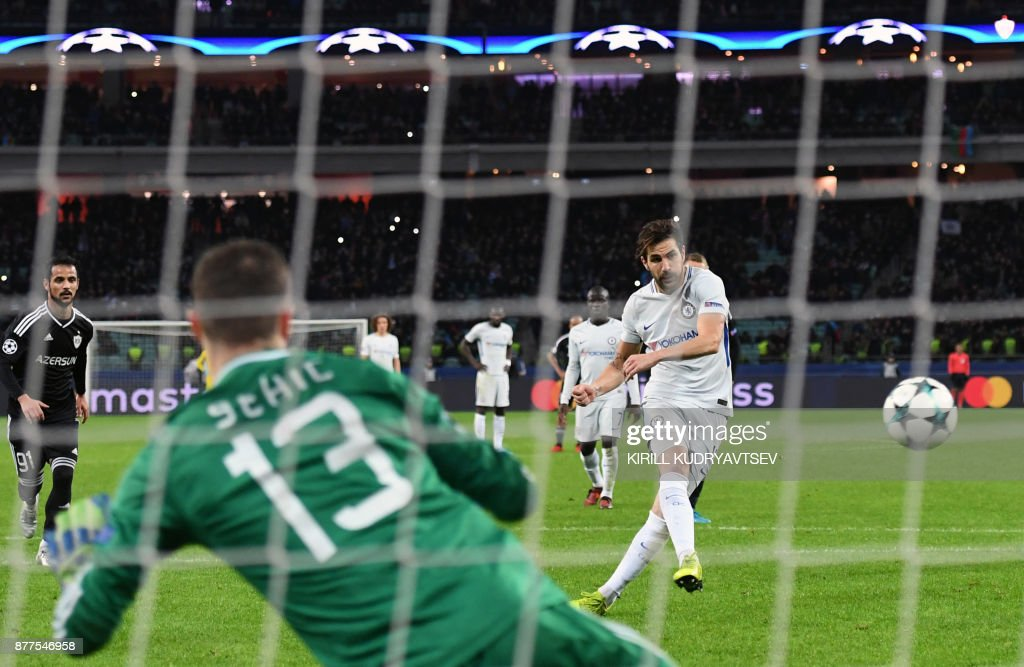 Chelsea's midfielder from Spain Francesc Fabregas scores the team's third goal from the penalty spot during the UEFA Champions League Group C football match between Qarabag FK and Chelsea FC in Baku on November 22, 2017. / AFP PHOTO / Kirill KUDRYAVTSEV