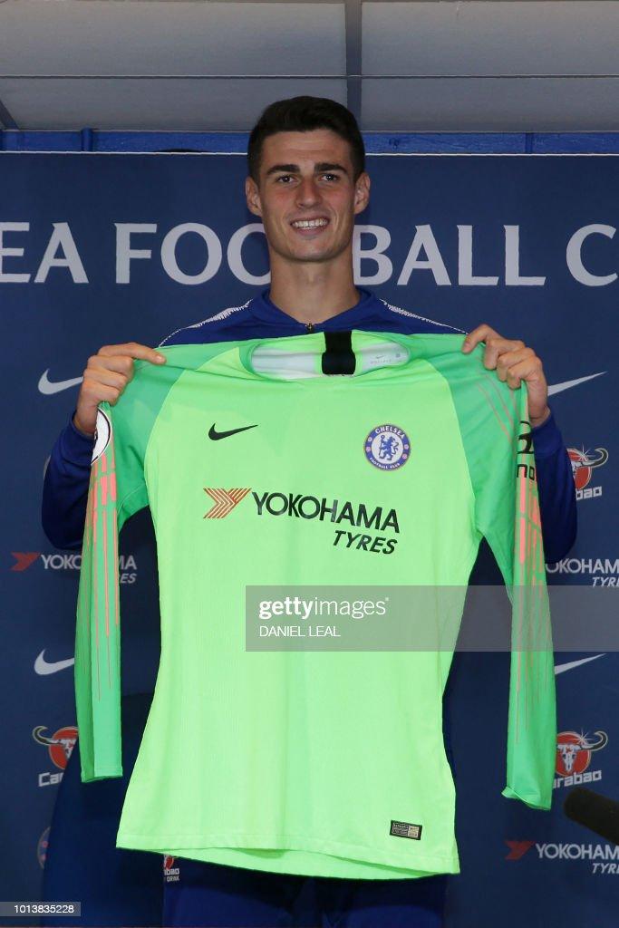 uk availability cd9b5 7c27b Chelsea's new goalkeeper, Spain's Kepa Arrizabalaga holds up ...
