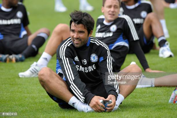 Chelsea's new signing Deco attends a Chelsea FC training session on July 11, 2008 in Cobham, England
