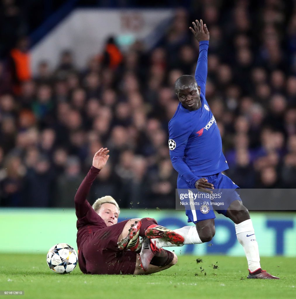 Chelsea's N'Golo Kante (right) and Barcelona's Ivan Rakitic battle for the ball during the UEFA Champions League round of sixteen, first leg match at Stamford Bridge, London.