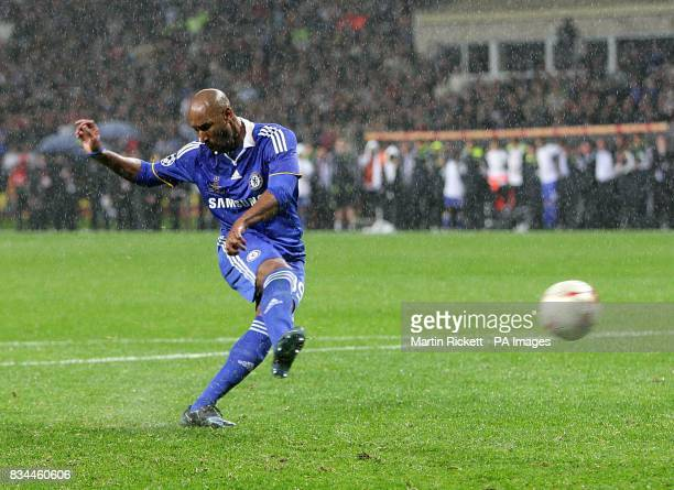 Chelsea's Nicolas Anelka misses his penalty in the shootout to hand Manchester United victory
