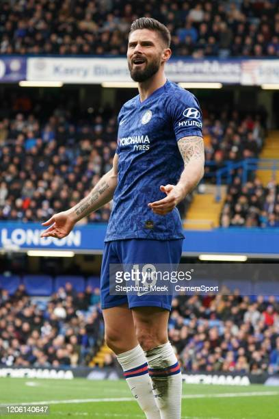 Chelsea's Olivier Giroud questions referee Kevin Friend during the Premier League match between Chelsea FC and Everton FC at Stamford Bridge on March...