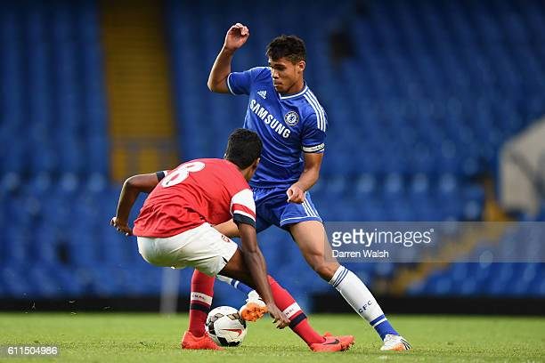 Chelsea's Ruben LoftusCheek and Arsenal's Gedion Zelalem during a FA Youth Cup Semi Final 1st Leg match between Chelsea U18 and Arsenal U18 at...