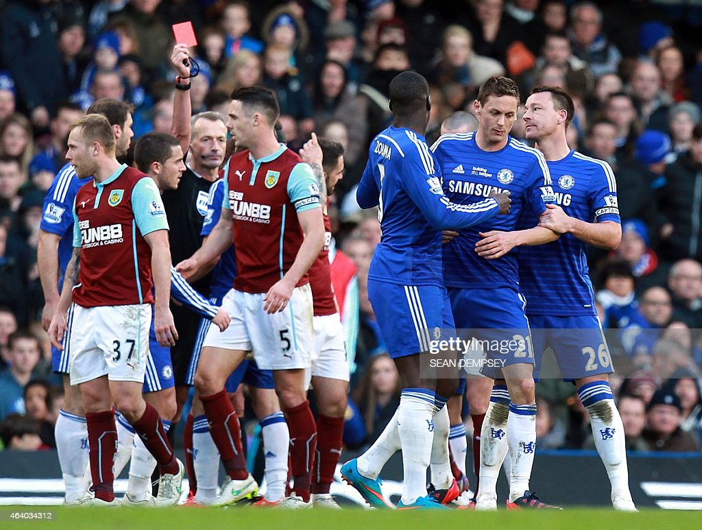 FBL-ENG-PR-CHELSEA-BURNLEY : News Photo