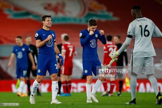 Chelsea's Spanish defender Cesar Azpilicueta and Chelsea's Italian midfielder Jorginho celebrate at the end of the English Premier League football...