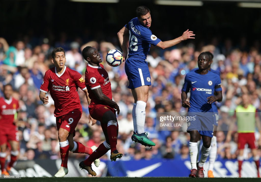 TOPSHOT - Chelsea's Spanish defender Cesar Azpilicueta (CR) vies with Liverpool's Senegalese midfielder Sadio Mane (CL) and Liverpool's Brazilian midfielder Roberto Firmino (L) during the English Premier League football match between Chelsea and Liverpool at Stamford Bridge in London on May 6, 2018. (Photo by Daniel LEAL-OLIVAS / AFP) / RESTRICTED TO EDITORIAL USE. No use with unauthorized audio, video, data, fixture lists, club/league logos or 'live' services. Online in-match use limited to 75 images, no video emulation. No use in betting, games or single club/league/player publications. /