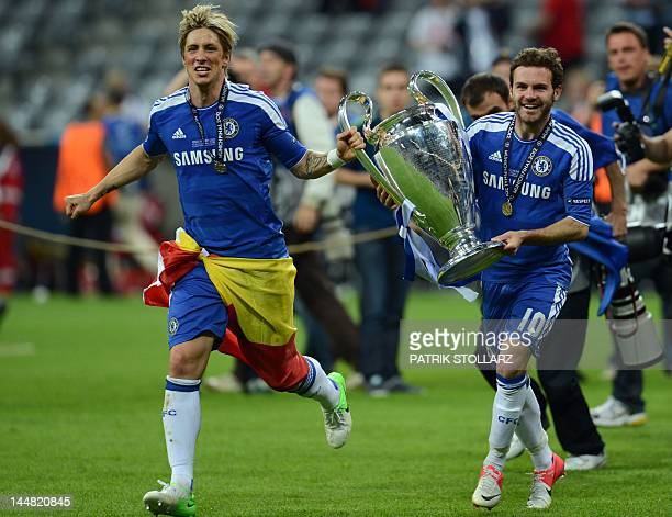 Chelsea's Spanish forward Fernando Torres and Spanish forward Juan Mata celebrate with the trophy after the UEFA Champions League final football...